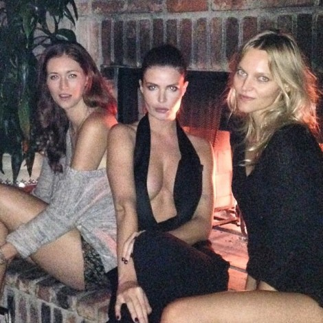 #Girls by the #Fireplace  Repost @JuliaLescova With The #Hotties @SupermodelYou @courtney_creates ️#SundayFunday