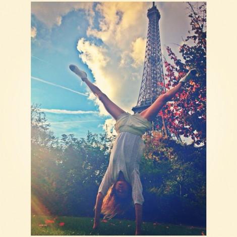 Teaching the Eiffel Tower how to do cartwheels ️ #TourEiffel #CartWheels #SundayFunday #ParisianStyle #UneAméricaineàParis #NeverGrowUp