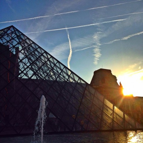Life is beautiful when you look for it's beauty. #CoucherSuSoleil #Sunset #MuseeDeLouvre #Beautiful #LifeIsBeautiful #LookForIt #SeekAndYouWillFind ️