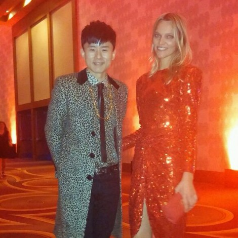I had no idea who he was until last night, but he kind of stole my heart! Definitely one to watch! ️ Chinese pop star Zhang Jie (Jason Zhang) @ winner of International Artist of the Year. He has the voice of an  & he's kind of really adorable! #AMAs #ZhangJie #JasonZhang #Chinese #PopStar #StoleMyHeart #RedDress @decadesinc ️