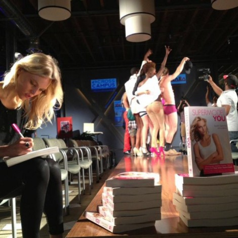 It's important to remember the times in your life that you did something you were proud of. #FlashbackFriday to the 1st time I ever sold & signed #books at @crosscampusla #SoProud to be a #HayHouse author  #DoSomething #YouAre #ProudOf #DreamBig #NeverGiveUp #TellYourStory #BelieveInYourself Thank You @danettescharer for this pic & all your help!